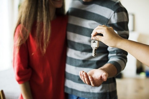 Tucson property management company handinng over house keys to new tenants